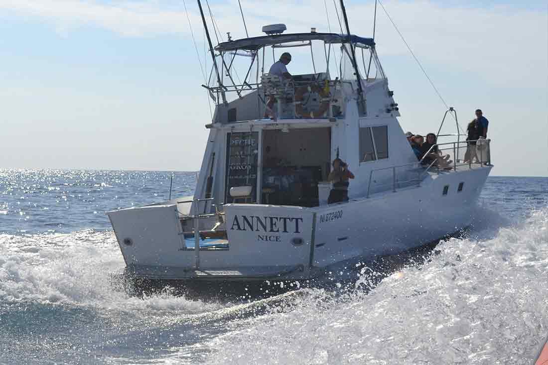 notre bateau  u00e9quip u00e9 pour la p u00eache au gros